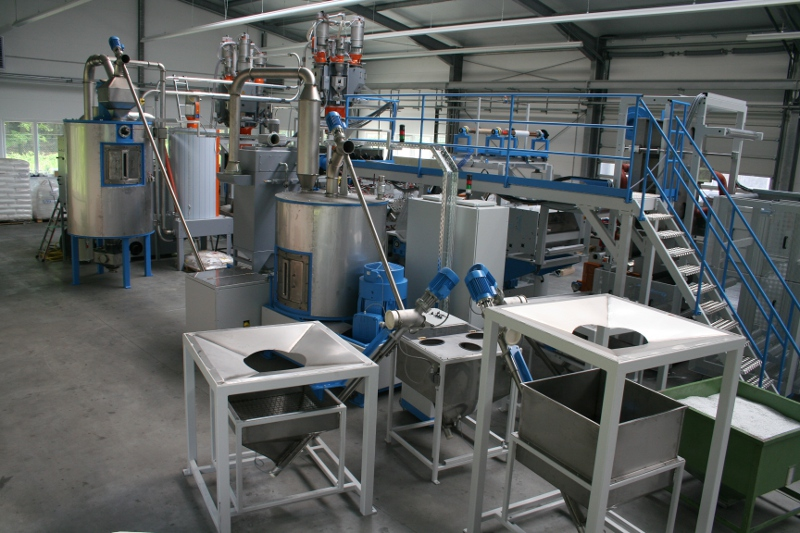 The process of vacuum crystallizers is used sometimes as continuous and sometimes as a batch.
